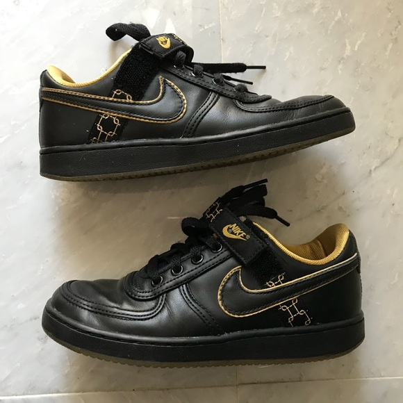 premium selection a06d1 2f6b4 Black   Gold Nike Dunks Shoes. M 5ab5e5696bf5a665296a96df